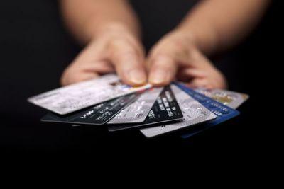 Tope de tasas de interés para tarjetas de crédito alcanza a cooperativas