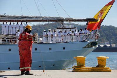 El buque español Elcano llega a México al recrear el viaje de Magallanes