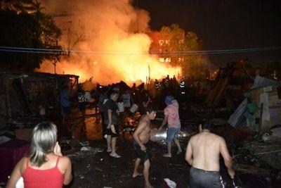 Unas 150 casas y documentos incinerados en voraz incendio que no deja heridos