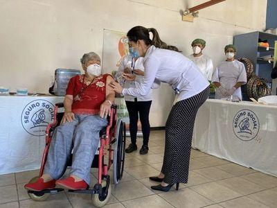 La esperanza de las vacunas llega a América Latina con la Navidad