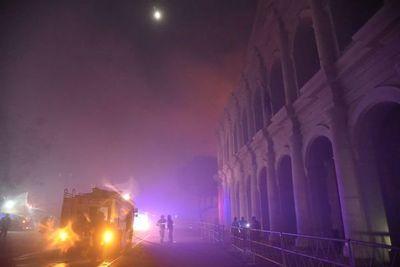 Controlan incendio en Chacarita, que afectó estructura del ex Cabildo