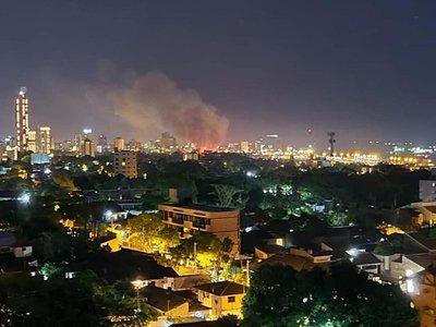 Incendio en la Chacarita habría sido ocasionado por el uso de pirotecnias, indica bombero