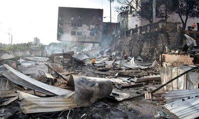 Controlan incendio en la Chacarita y autoridades ahora buscan asistir a familias – Prensa 5