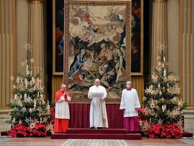 El papa pide que todos accedan a la vacuna en su mensaje de Navidad