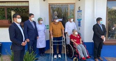 """La Nación / """"No dolió"""", dice uno de los primeros vacunados contra COVID-19 en Costa Rica"""