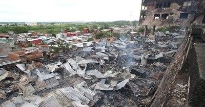 La Nación / Incendio en la Chacarita: Conteo de la SEN menciona 96 familias afectadas