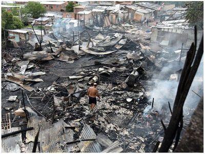 """Incendio en la Chacarita: """"Nada se pudo recuperar, el panorama es desolador"""""""