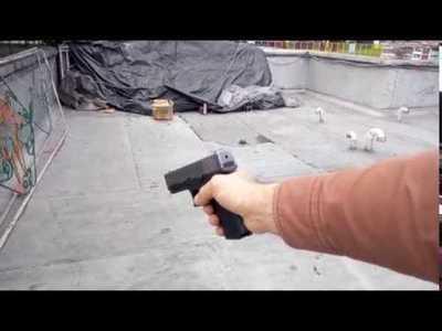 Disparó 3 tiros cerca de su pie,  ella no se intimidó,ahí el tipo la mató de un balazo en la cabeza