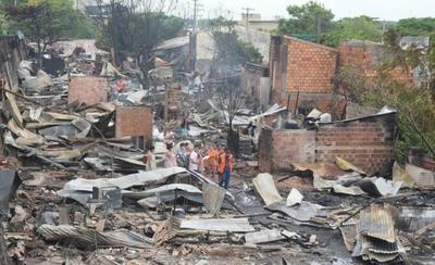 HOY / Analizan soluciones definitivas para familias afectadas por el incendio en la Chacarita