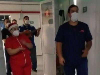 Pese a todo, héroes de blanco y pacientes celebraron Nochebuena