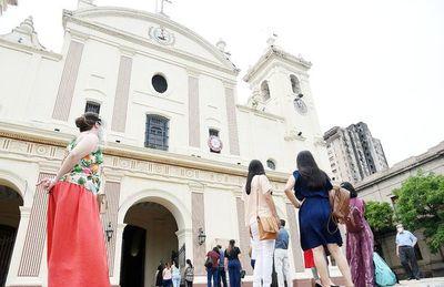 Hay violencia, robos y falsedades, y la catequesis es floja, dice arzobispo