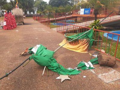"""Hurrero colorado destruyó el """"árbol de los corruptos"""" de Itapúa"""