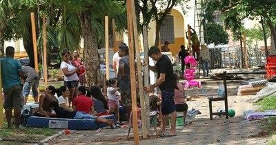 La Nación / MUVH se instala frente al Cabildo y busca refugio temporal para víctimas de incendio