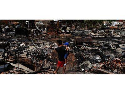 Analizan alternativas para reubicar a evacuados por incendio en Chacarita