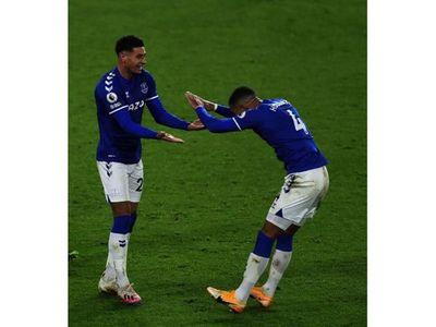 Everton es el escolta y el City triunfa sobre Almirón