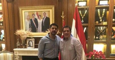 """La Nación / """"Nenecho"""" visitó a Horacio Cartes en su residencia"""