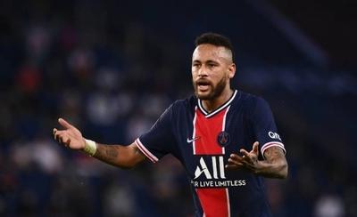 HOY / Neymar desata indignación en Brasil por ofrecer fiesta con unos 500 invitados