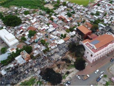 """Bombero advierte que incendio en la Chacarita es """"un aviso"""" y y puede repetirse"""