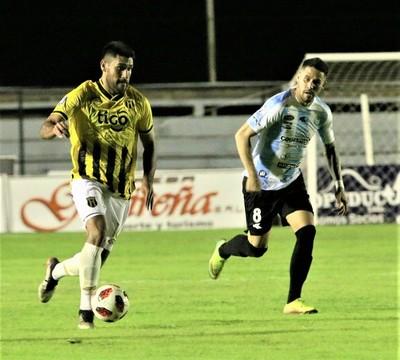 Guaireña y Guaraní se enfrentan por la semifinal del Clausura