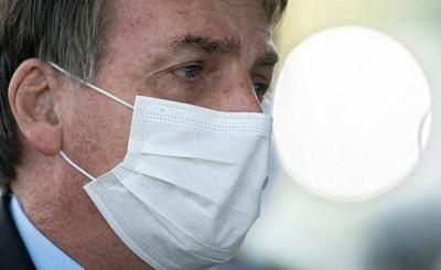 HOY / Bolsonaro aseguró no sentirse presionado por no tener plazo para vacunación en Brasil