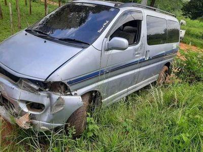 Delincuentes abandonan camioneta hurtada en Sapucai durante la navidad