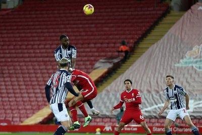 Liverpool ve reducida su ventaja tras igualar ante el West Brom