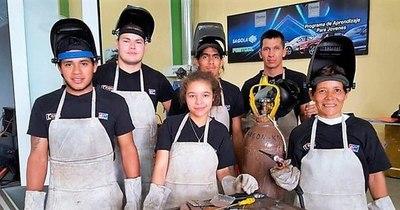 La Nación / Capacitaron a más de 5.000 jóvenes para inserción laboral en 23 especialidades