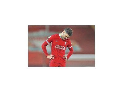 Liverpool empata y  reduce su ventaja en la Premier