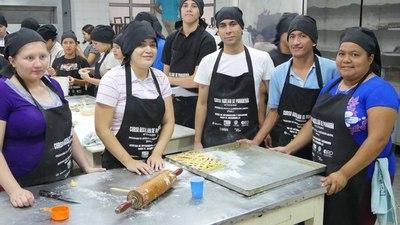Programa de apoyo a la inserción laboral juvenil cuenta con nuevos egresados