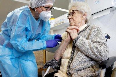 Vacunación contra el covid-19 ya inició en más de 30 países