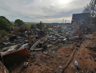 Zona afectada por incendio ya no será ocupada, asegura ministro del MUVH · Radio Monumental 1080 AM