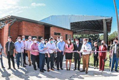 Gobierno inaugura moderno polideportivo en institución educativa de la ciudad de San Roque González