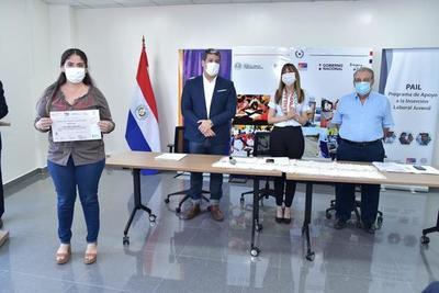 SINAFOCAL entrega certificados de capacitación para la inserción laboral a 471 jóvenes