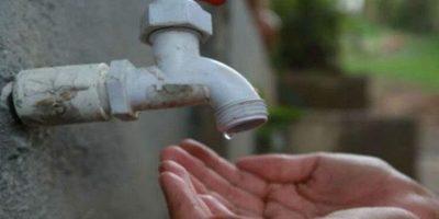 """Vecinos desesperados porque no tienen agua y ya """"mueren"""" de sed"""