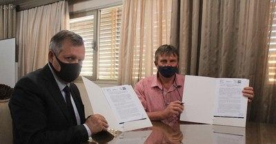 La Nación / Firman convenio para asistir a familias de Itapúa