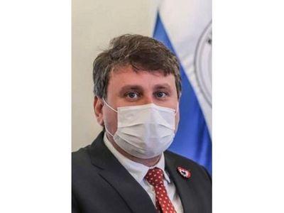 Titular de Petropar responsabiliza al ex procurador y se aferra al cargo