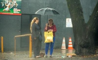 Anuncian jornada cálida con alta probabilidad de lluvias