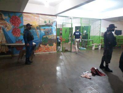 Incautan celulares de supuestos sextorsionadores en cárcel de Encarnación · Radio Monumental 1080 AM
