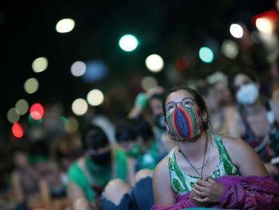 Senado argentino se apresta a votar la legalización del aborto entre enérgicos debates