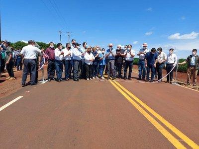 Gobierno inaugura ruta y celebra haber asfaltado 2.000 kilómetros de rutas en dos años