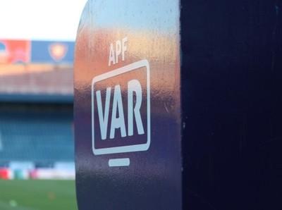 Análisis del VAR en una de las semifinales del Torneo Clausura