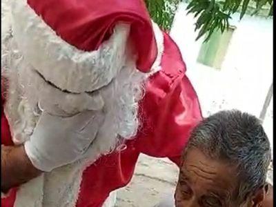 Papá Noel cumplió el sueño a un abuelito olimpista