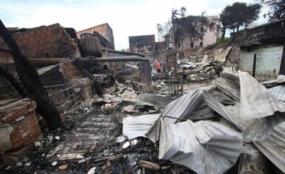 HOY / Incendio en la Chacarita: analizan alternativas para construir viviendas a familias afectadas