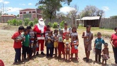 Crónica / Papá Noel llevó alegría a peques y abues avei