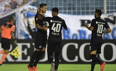 HOY / San Lorenzo vence a Atlético Tucumán y todavía sueña con el título