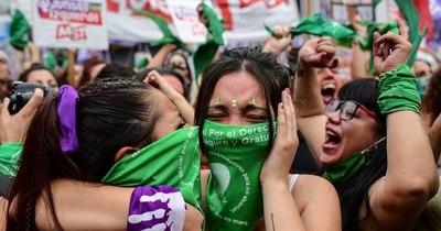 La Nación / Argentina aprueba la legalización del aborto