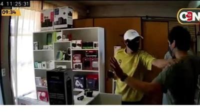 Villa Elisa: Violento asalto a tienda de celulares