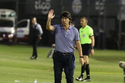 Libertad hace oficial la llegada del técnico pentacampeón Daniel Garnero