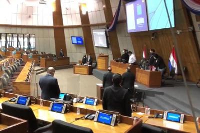 Cámara de Diputados hizo minuto de silencio por sanción de la ley del aborto en Argentina