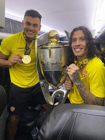 Dos paraguayos campeones en Ecuador